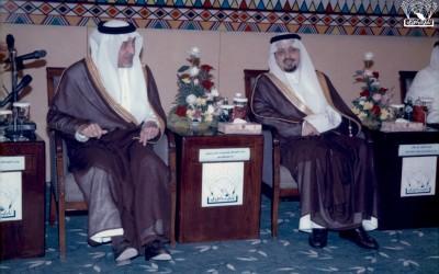 صور من تكريم الأستاذ / محمد بن عبد الله الحميد . الأمير / خالد الفيصل ، ونائبه الأمير / فيصل بن خالد …