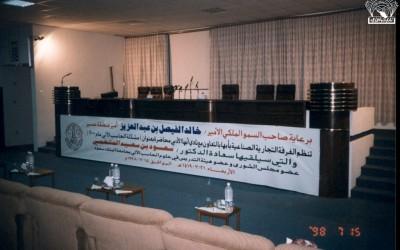 تعاونا مع الغرفة التجارية الصناعية بأبها أقام النادي محاضرة للدكتور / سعود بن سعيد المتحمي عن ( مشكلة الحاسب الآلي) …