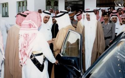 الأمير / فيصل بن بندر نائب أمير المنطقة ( سابقا) يفتتح أحد معارض الكتب في النادي .