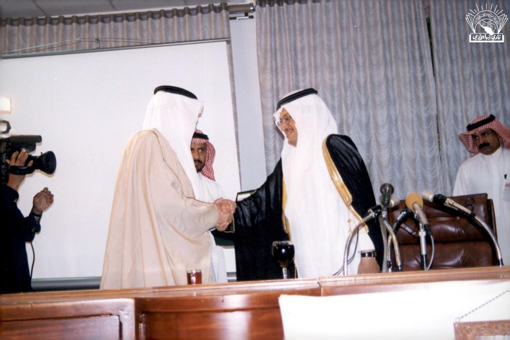 لقاء مفتوح مع مدير جامعة الملك خالد / د. عبد الله الراشد …- إدارة الأديب / أحمد عسيري .